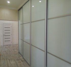 Фото встроенного шкафа купе в коридор