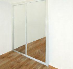 Фото гардеробаная двухдверная с дверями из зеркала серебро