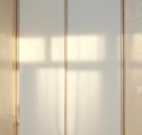 Фото гардеробаная с дверями купе из матового стекла MATELAC