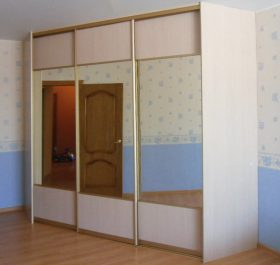 Фото гардеробаная с дверями купе ЛДСП Вудлайн крем
