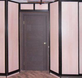Фото шкафа-купе встроенного с распашными дверями из ЛДСП