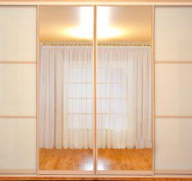 Фото шкафа-купе встроенного стекло LACOBEL белый и зеркала