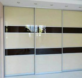Фото шкафа-купе встроенного с стеклом LACOBEL