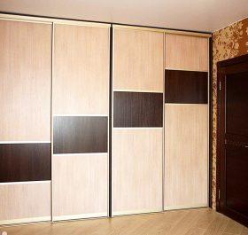 Фото шкафа-купе в спальню с комбинированными дверями ДСП